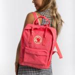 Рюкзак Kanken Classic Peach Pink на девушке