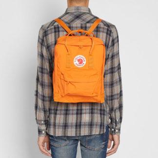 Рюкзак Канкен Классик оранжевый на человеке