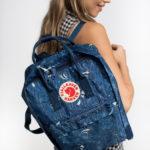 Рюкзак Kanken Art Blue Fable на девушке