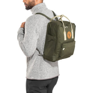 Рюкзак Kanken зеленый на мужчине