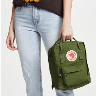 Рюкзак Канкен Мини зеленый на человеке