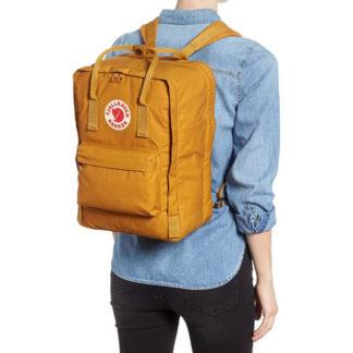 Рюкзак Kanken Laptop 15 Acorn на человеке
