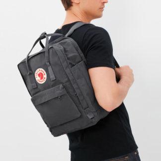 Рюкзак Kanken Laptop 15 Super Grey на человеке