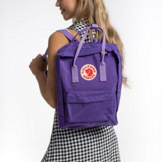 Фиолетовый рюкзак Канкен классик на модели 3
