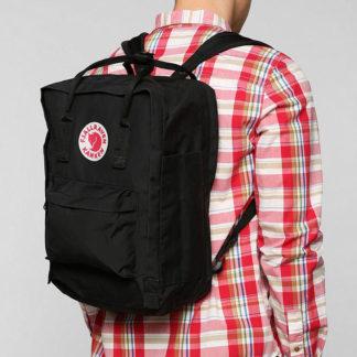 Черный рюкзак Канкен Лаптоп на человеке