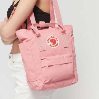 Розовая сумка Канкен на модели